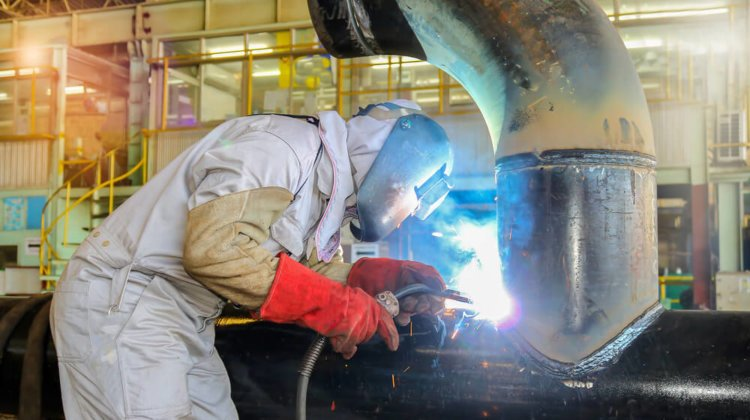 11 Best Welding Jacket Reviews – Stay Safe, Warm, and Cool